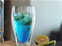 双层玻璃杯人工吹制技巧  玻璃瓶是怎么喷绘着色的