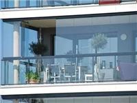现代无框玻璃阳台的优点  无框阳台有几种开启方式