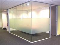 玻璃装饰隔断材质的选择  卫生间玻璃隔断安装方法