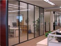 成品玻璃隔断该怎么安装  办公间装玻璃隔断合适吗