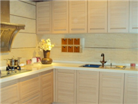 厨房橱柜玻璃门板好用吗  橱柜晶钢门板的质量好吗
