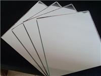 银镜玻璃材料有什么特点  玻璃镜子分成哪几种类型