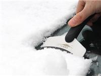 汽车玻璃冬季除雪的技巧  汽车玻璃除雾剂功能特点