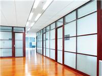 玻璃隔断该选用哪种玻璃  使用玻璃隔断有哪些优点