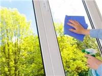 怎么擦透明玻璃才更透亮  淋浴房玻璃应该如何保养