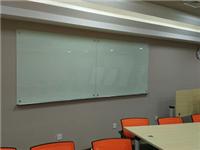 玻璃白板跟烤漆玻璃区别  烤漆玻璃透光字怎样制作