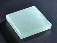 玻璃和玉石有着哪些区别  玉石玻璃具有着哪些特点