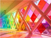 有色玻璃的上色加工原理  有色玻璃能发挥什么作用