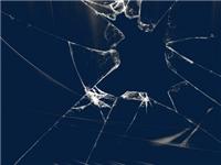 为什么玻璃这么容易碎裂  玻璃家具的清洁保养方法