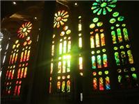 彩绘和聚晶玻璃装饰性能  彩绘玻璃与烤漆玻璃区别
