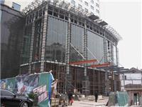 大型玻璃的安装施工方法  大面积橱窗玻璃怎样安装