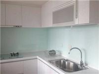 厨房墙面安装玻璃好不好  烤漆玻璃适合厨房墙面吗