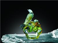 琉璃玻璃材料有什么特色  水晶与玻璃做区分的方法
