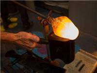 玻璃吹制成型的加工方法  手工吹制玻璃会有气泡吗