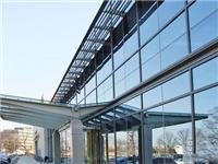玻璃幕墙材料选用的要求  玻璃幕墙和玻璃隔断区别