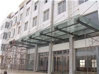 轻钢玻璃雨棚的材质特点  玻璃接缝该用哪种玻璃胶