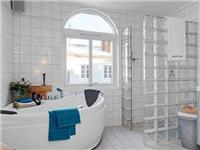 卫生间使用磨砂玻璃好吗  如何安装卫生间玻璃隔断