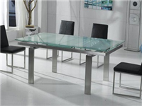 钢化玻璃餐桌价格是多少  钢化玻璃餐桌为何会自爆