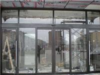 不锈钢玻璃门该如何安装  不锈钢管与磨砂玻璃连接