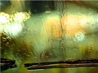 汽车玻璃外侧起雾怎么办  挡风玻璃除雾剂有效果吗