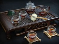 透明玻璃茶具的独特之处  玻璃茶具的吹制成型工艺