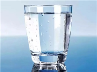 玻璃杯的选购有什么技巧  透明玻璃杯子要怎样清理