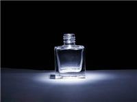 玻璃瓶子可以钢化加工吗  水晶瓶和玻璃瓶怎么区分