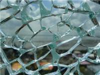 玻璃为何会突然出现裂痕  挡风玻璃怎么做维护保养