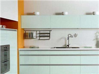 玻璃橱柜的装修安装方法  橱柜面板适合用什么材料