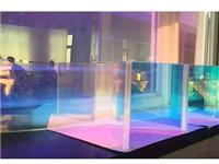 哪种玻璃能够随光照变色  教堂彩色玻璃是怎么做的