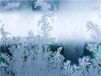 怎样能防止玻璃表面起霜  如何避免前挡风玻璃起霜