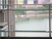 玻璃护栏该怎么施工安装  玻璃幕墙的安装施工工艺