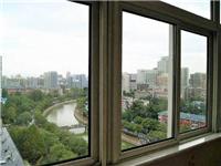 玻璃窗应该选择什么贴膜  高层不用玻璃封阳台好吗