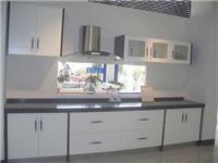 厨柜玻璃面板有几种类型  钢化玻璃材料的注意事项