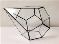 玻璃家具通常用哪种玻璃  钢化玻璃餐桌怎样更耐用