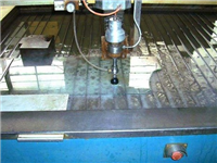 玻璃钻孔能用水刀切割吗  玻璃自动钻孔机性能如何