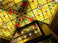 制造彩绘玻璃的工艺流程  强化玻璃彩膜有什么优点
