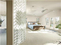 怎么在墙面上粘贴玻璃砖  办公室安装玻璃隔断好吗