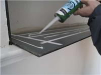 玻璃胶使用时的注意事项  用什么办法能洗掉玻璃胶