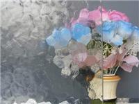 压花玻璃是怎么做出来的  玻璃表面有白斑是为什么