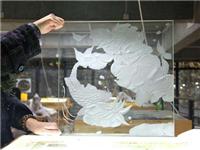 喷砂玻璃生产工艺的特点  制作喷砂玻璃的操作要点