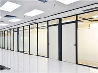 玻璃隔断有贴纸如何清除  办公室玻璃隔断安装施工