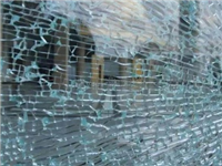 钢化玻璃的碎片会伤人吗  钢化玻璃是怎样来生产的