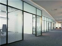 办公区为何要装玻璃隔断  如何选择玻璃隔断的材料