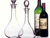 选玻璃酒瓶应该注意些什么  如何收藏玻璃工艺酒瓶