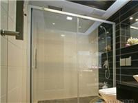 浴室玻璃门的污渍如何清理  浴室玻璃门怎么清洁