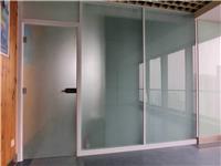 磨砂玻璃隔断该怎样砌筑  磨砂玻璃隔断有什么优点