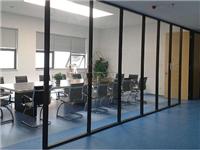 玻璃隔断所用材料与特点  玻璃隔断的维护保养方法
