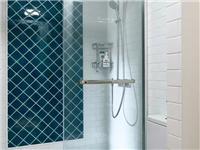 浴室玻璃胶为什么会有黑斑  怎么用漂白水去掉玻璃胶的霉斑