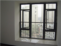 老式铁窗户的玻璃用什么固定  怎么用玻璃胶固定玻璃